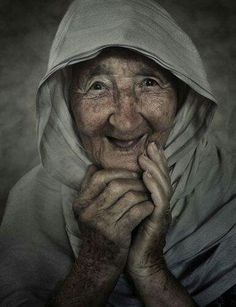 Portrait of 88 year old Grandma Betty by - World Photography Organisation Smile Face, Your Smile, Make Me Smile, Happy Smile, World Photography, Portrait Photography, Beautiful Smile, Beautiful People, Simply Beautiful