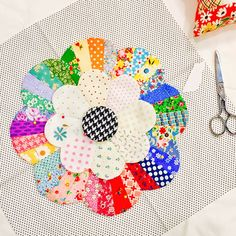 freida_fritz has been busy getting started on my Windchime quilt. It's looking fabulous!