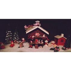 Christmas is finally here❤️ #christmasdecorations #norwegian #stabbur #house #santaclause - Lena Øglænd (@lenaglnd)