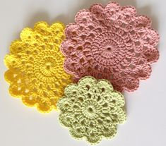 Sommerfuglen: DIY Hæklet stor coaster Pot Holders, Diy And Crafts, Coasters, Crochet Earrings, Crochet Patterns, Crafty, Blog, Embroidery, Sewing