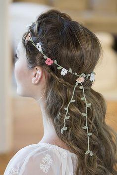 Elegant Floral Headband #freecrochetpattern by Amanda Saladin | Ravelry