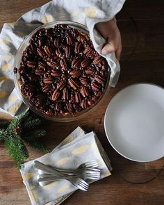 I love the Cranberry Pecan pie by @mynewroots. It is dairy free and free from refined sugars. Great for Thanksgiving Dessert! I usually find pecan pies too sweet and this one is just perfect! Shown here with my luxurious linen napkins and making tea towel.