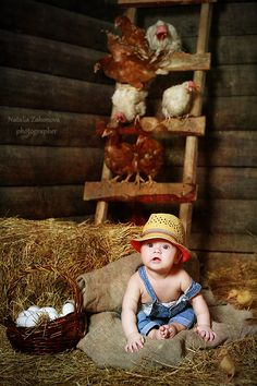 A little farmer in the chicken coop.would love to have elijahs pic like this! Little People, Little Ones, Animals For Kids, Cute Animals, Cute Kids, Cute Babies, Chicken Coop Decor, Book Bebe, Farm Kids