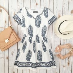 StylishPetite.com |  Cotton floral dress, panama hat, bag and nude sandals