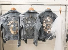 So hard to chose our favourite Rue Denim jacket 😍 Bling Jeans, Outfit Invierno, Cool Jackets, Women's Jackets, Dress Attire, Embellished Jeans, Boho Outfits, Distressed Denim, Diy Clothes
