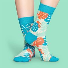 Lil tropical socks for your summer season!  #summer #socks #happysocks Aqua Blue, Purple, Happy Socks, Bubblegum Pink, Spring Summer 2018, Baby Blue, Summertime, Unisex, Leaves