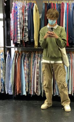Indie Outfits, Retro Outfits, Boy Outfits, Stylish Mens Outfits, Casual Outfits, Khaki Pants Outfit, Mode Style, Mens Clothing Styles, Look Cool