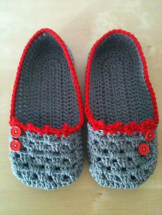 A lovely reworking of the free crochet slipper pattern available here: http://www.sugarncream.com/pattern.php?PID=4547&cps=21191