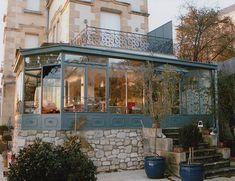 Vranda en fer forg avec balcon Wrought iron veranda with balcony Pergola Attached To House, Deck With Pergola, Pergola Shade, Pergola Patio, Pergola Plans, Backyard, Modern Pergola, Pergola Ideas, Patio Ideas
