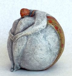 Sculpting in the rounds. I LOVE this piece! Sculptures Céramiques, Art Sculpture, Pottery Sculpture, Ceramic Figures, Clay Figures, Ceramic Clay, Ceramic Pottery, Pottery Art, Paperclay