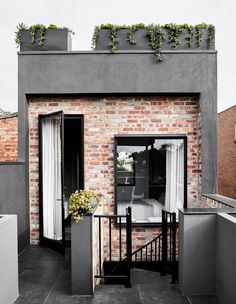 A Family Home That Pushes The Boundaries Between Art And Design (The Design Files) Facade Design, Exterior Design, Future House, My House, Brick Architecture, Architecture Photo, Narrow House, Australian Homes, Australian Artists
