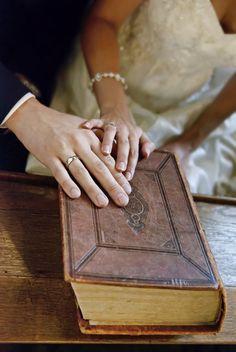 A Bíblia pode ser considerada o manual dos relacionamentos. Nela você encontrará instruções suficientes para transformar seu casamento em uma fortaleza.
