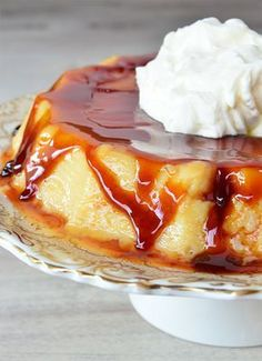 Flan casero  - Tres Tenedores Mexican Food Recipes, Sweet Recipes, Cake Recipes, Dessert Recipes, Mexican Desserts, Pudding Au Caramel, Flan Recipe, Dessert Drinks, Recipes From Heaven