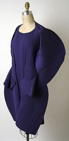 Designer: Issey Miyake (Japanese, born Design House: Miyake Design Studio (Japanese) Date: spring/summer 1991 Culture: Japanese Medium: synthetic Dimensions: Length at CB: 37 in. cm) Credit Line: Gift of Muriel Kallis Newman, 2005 Accession Number: Moda Fashion, Fashion Art, High Fashion, Vintage Fashion, Womens Fashion, Style Haute Couture, Couture Fashion, Issey Miyake, Yohji Yamamoto