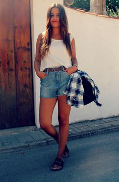 streetstyle: hight shorts + ugly sandals + plaid shirt