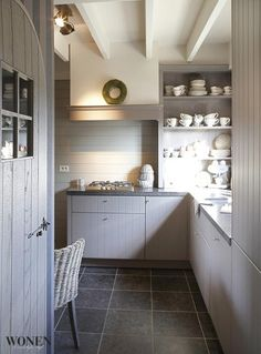 20 of the Best Belgian Kitchens {Decor Inspiration} - Hello Lovely Kitchen Dining, Beach House Kitchens, Small Space Kitchen, Kitchen Decor, Kitchen Remodel, Home Kitchens, Interior, Kitchen Interior, Kitchen Inspirations