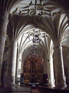 Interior de la Concatedral de San Pedro, Soria (España)