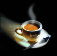 mau-indy: accras: A little espresso ☆ I Love Coffee, Coffee Break, My Coffee, Morning Coffee, Nitro Coffee, Coffee Corner, Coffee Cafe, Coffee Drinks, Coffee With Friends