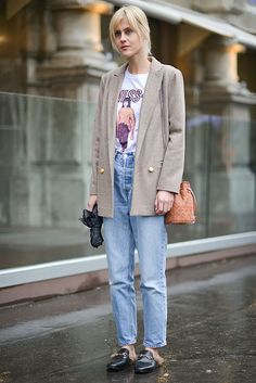 Blazer, print tshirt, mom jeans and Gucci mules