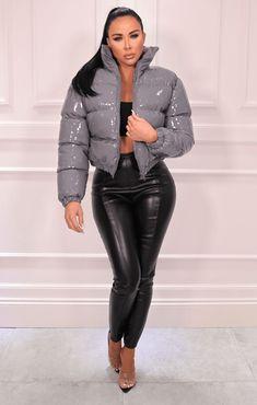 Winter Coats Women, Winter Jackets, Latex Pants, Leder Outfits, Looks Black, Puffy Jacket, Denim Outfit, Jacket Style, Jackets For Women