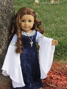 Today I have an absolutely stunning gown made by Rainbow Lily Designs to show all of you! A reproduction of Lady Arwen's. Earth Craft, Blue Dresses, Flower Girl Dresses, Our Generation Dolls, Am I Cute, Arwen, Doll Outfits, Madame Alexander, Lord Of The Rings