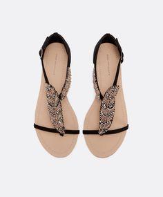 Sandales feuille perles (Noir), 39.99€, Oysho