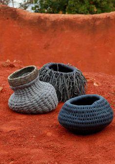 Pin by Vicki Stafford on Handmade - Baskets, woven Weaving Textiles, Weaving Art, Straw Weaving, Rattan, Wicker, Weaving Techniques, Basket Weaving, Woven Baskets, Textile Art
