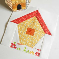 Block 34 - Birdhouse The Patchsmith Sampler sew-along is out in the garden for this week's block - a pretty little patchwork birdhouse. House Quilt Patterns, Quilt Square Patterns, Mug Rug Patterns, Pattern Blocks, Square Quilt, Bird Quilt Blocks, House Quilt Block, Colchas Quilting, Quilting Designs