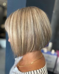 If you want to make big changes in your hair and have a short cut, but are unsure about which model to choose, you can check out the latest short Smart Hairstyles, Older Women Hairstyles, Short Bob Hairstyles, Pixie Haircut Styles, Hair Test, Blunt Hair, Heart Face, Oval Faces, Face Shapes