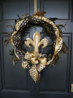 New Orleans Saints Wreath - NOT a Saints fan, but LOVE the fleur de lis symbol :-) Deco Mesh Wreaths, Door Wreaths, Saints Wreath, Saints Gear, Just Love, All Things New, Things To Sell, New Orleans Saints Football, Louisiana Homes