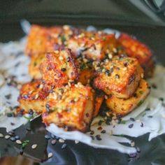 Spicy Lemongrass Tofu Did soy sauce instead of salt. For a standard package of tofu, use at least 4 lemongrass stalks. Tofu Recipes, Asian Recipes, Vegetarian Recipes, Cooking Recipes, Healthy Recipes, Healthy Foods, Recipies, Tempeh, Enchiladas