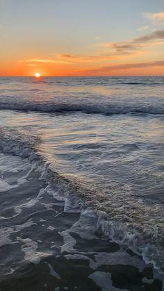 May 2020 - San Diego Photography - San Diego Beaches Beach sunset, Jess Living Photo Beach Sunset Wallpaper, Ocean Wallpaper, Beauty Iphone Wallpaper, View Wallpaper, Wallpaper Quotes, Beach Pictures, Nature Pictures, Natur Wallpaper, Ocean Sunset