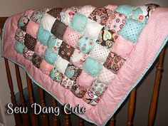 I want to make one of these! There's a tutorial online @ Honeybear Lane ($12.00)... Think I feel a project coming on!