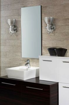 EXAMPLE OF UPLIGHTING IN A COOL BATHROOM