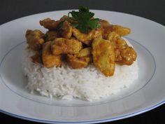 Kip kerrie vind je vaak op het menu van Chinees-Surinaamse afhaalzaakjes. Met dit kip kerrie recept kun je het voortaan zelf thuis maken.