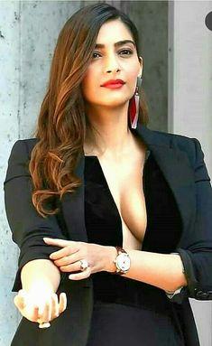 Hottie Actress Bollywood Make Happy - Girl Celebrities Bollywood Actress Hot Photos, Indian Bollywood Actress, Bollywood Girls, Beautiful Bollywood Actress, Indian Actresses, Hot Actresses, Actress Photos, Sonam Kapoor, Deepika Padukone