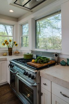 25 best Kitchen stove under window . Home Kitchens, Kitchen Design, Kitchen Ventilation, Kitchen Renovation, Country Kitchen, Kitchen, Ceiling Fan In Kitchen, Kitchen Layout, Kitchen Redo