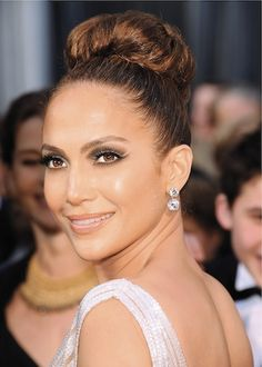 How to Get Jennifer Lopez's Party Perfect Cat-Eye Makeup: Girls in the Beauty Department