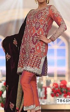 We have Pakistani/Indian Designer clothes online. Formal and Party Pakistani dresses. Buy Designer formal wear and wedding dresses. Pakistani Dresses Online Shopping, Pakistani Party Wear Dresses, Designer Party Wear Dresses, Indian Designer Outfits, Online Dress Shopping, Designer Clothing, Silk Suit, Ladies Dress Design, Stylish Outfits