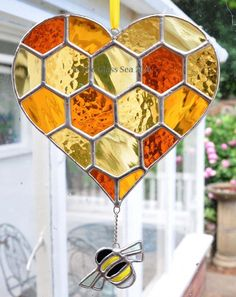 Heart Honeycomb & Bee Stained Glass Suncatcher – Stained Glass and Glass Art Techniques Stained Glass Ornaments, Stained Glass Suncatchers, Stained Glass Crafts, Stained Glass Designs, Stained Glass Windows, Stained Glass Patterns, Mosaic Glass, Fused Glass, Art Diy
