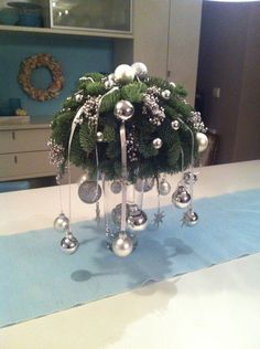 20 Magical Christmas Centerpieces That Will Make You Feel The Joy Of The Holidays Christmas Arrangements, Christmas Centerpieces, Xmas Decorations, Flower Arrangements, Centerpiece Ideas, Magical Christmas, Christmas Home, Christmas Holidays, Beautiful Christmas