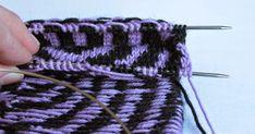 Onko täällä ketään muuta, jolle kirjoneule tuottaa enempi tai vähempi harmaita hiuksia. Ai on! Kiva, sillä juuri sinulle on tarkoitettu seur... Bind Off, Diy Frame, Knitting Socks, Yarn Crafts, Fingerless Gloves, Arm Warmers, Design Elements, Knitting Patterns, Weaving