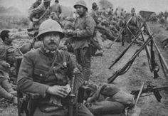休憩を取る日本軍 (上海 1937) japanese army troops taking a break (shanghai 1937)