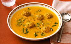 Wortelsoep met Gehaktballetjes is niet een standaard soep die je ieder weekend maakt. Het is een echte herfstsoep die je eet wanneer het buiten nat begint te worden!