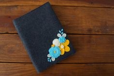 With crochet flowers Crafts To Do, Hobbies And Crafts, Felt Flowers, Crochet Flowers, Composition Notebook Covers, Felt Cover, Book Markers, Cute Notebooks, Diy Notebook