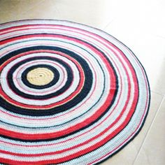 I'm in a Rug state of mind....here's another great idea for using yarn scraps or leftovers.