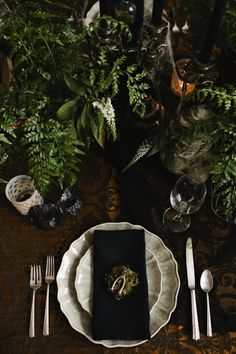 dark, elegant dinner party . setting . tablescape