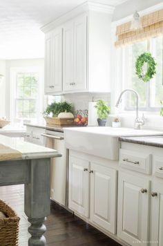 Light & Bright Farmhouse Kitchen- Modern Farmhouse Home Tour   Nina Hendrick…