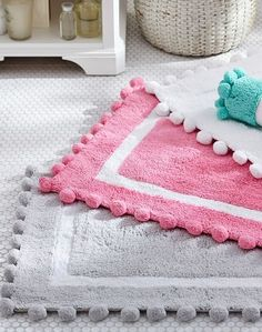 Perfectly puffy pom-poms trim our supersoft bath mat for a whimsy style and playful touch!