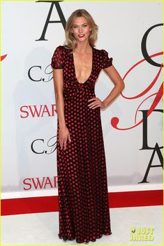 gigi hadid karlie kloss cfda awards 2015 01 Karlie Kloss is ravishing in red on the carpet at the 2015 CFDA Fashion Awards held at Alice Tully Hall at Lincoln Center on Monday evening (June 1) in New York…